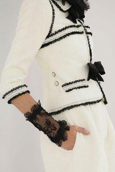 Chanel blanco con detalles negros