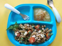 Need to get dinner on the table fast? These 16 simple meals for and family are nutritious and kid-approved! Get the meal ideas here. Pasta Recipes For One, Healthy Chicken Recipes, Baby Food Recipes, Diet Recipes, One Year Old Foods, 1 Year Old Meals, 1 Year Old Food, 1 Year Old Snacks, 1 Year Old Meal Ideas