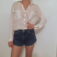 FREE PEOPLE BEACH BLOUSE Lightweight goodness Free People Tops Button Down Shirts