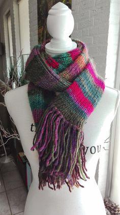 Kleurige gebreide streepjes sjaal van acryl en door IzzysHandicraft