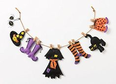 2016 NEW Bucilla Halloween felt garland kit. Fun and festive way to decorate for Halloween. Halloween Bunting, Vintage Halloween Decorations, Retro Halloween, Felt Decorations, Holidays Halloween, Fall Halloween, Shabby Chic Halloween Decor, Halloween House, Moldes Halloween
