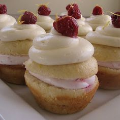 Lemon Raspberry Cupcakes - MUST try!