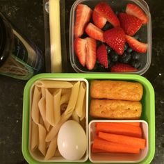 #Teuko lunchbox: carrot sticks, little cornbreads, pasta (penne), hard boiled egg, cheese stick, strawberries and blueberries, water. By Jessica, www.teuko.com