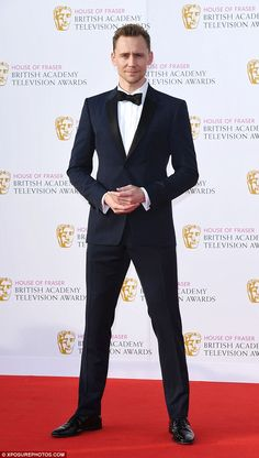 TV BAFTAS 2016 sees Tom Hiddleston smoulder in navy tuxedo | Daily Mail Online