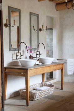 Dalani Country Toilette in Stile con Lavandini Fiori e Tavolo in Legno Naturale