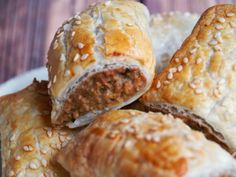 These vegetarian sausage rolls taste so good, no one will miss the meat! Tasty Vegetarian Recipes, Real Food Recipes, Cooking Recipes, Savoury Recipes, Thermomix Sausage Rolls, Meatless Monday, Annoyed, Thyroid, Food Photo
