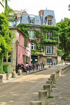 Rue De L'abreuvoir, Montmartre, Paris... Oh how I miss you...and my little apartment on Rue Androuet, shopping at Au Marché de la Butte...