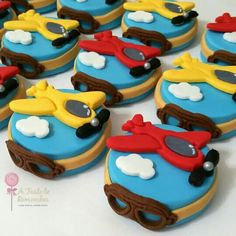 Airplane themed chocolate covered oreos