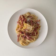 egg and bacon spaghetti // pinterest @softcoffee