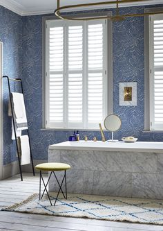 Embrace the latest trend for wipeable wallpapers and create a Riviera feel in your bathroom. This stunning blue line print lends a distinctly Mediterranean air to this stunning space. The Silk white Waterproof full height shutters finish the elegant palazzo look. See our range of shutters for your bathroom. White Bathroom Interior, Bathroom Windows, Contemporary Bathrooms, White Marble, Shutters, Palazzo, Interior Inspiration, Blinds, Blue Interiors