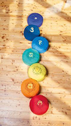 Chakra Meditationskissen 33,90€ bei uns NEU im Shop Yoga Studio Design, Chakra Meditation, Yoga Inspiration, Ayurveda, Yoga Lifestyle, Boho, Reiki, Quilting, Spirituality