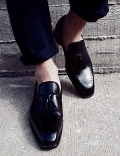 The Best Men's Shoes And Footwear : Gorgeous tasselled loafers Me Too Shoes, Men's Shoes, Shoe Boots, Dress Shoes, Mode Masculine, Fashion Moda, Fashion Shoes, Gentleman Shoes, Mein Style