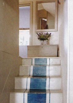 painted stairs for back staircase Painted Stairs, Painted Floors, Painted Rug, Country House Interior, Interior And Exterior, Country Homes, Country Kitchen, Country Style, Interior Ideas