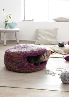 cat home Squared with external seams