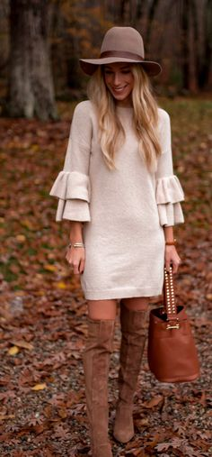 Fantastic Fall Outfits To Wear Now selective focus photography of standing woman holding bag while smiling near outdoor during daytime Fashion Mode, Trendy Fashion, Fashion Outfits, Womens Fashion, Fashion Trends, Fashion Ideas, Fashion Bloggers, Fashion Tips, Fall Winter Outfits