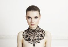 Talna tulle collar embroidered with sequins with a floral motif, drawstring fastening at the back