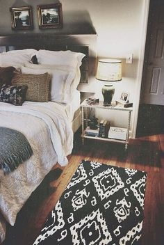 cool 99 Most Beautiful Bedroom Decoration Ideas for Couples http://www.99architecture.com/2017/04/11/99-beautiful-bedroom-decoration-ideas-couples/