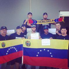 """RT@tomas_rincon @Carlosofando @julioguerra1952 Desde Florida, peloteros venezolanos de los Marineros de Seattle! pic.twitter.com/zhDXzr1mXl"""""""