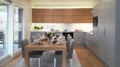 Seinäjoen Asuntomessuilla nähdään runsaasti erilaisia keittiöitä. Pitkään muodissa olleen valkoisten keittiöiden rinnalle on tullut mustia... Dining Bench, Maine, Interior, Furniture, Home Decor, Style, Swag, Decoration Home, Table Bench