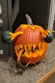 18 Pumpkin Carving Ideas to Try This Halloween Monster Kürbis schnitzen Idee Fete Halloween, Diy Halloween Decorations, Halloween Crafts, Halloween 2020, Halloween Quotes, Vintage Halloween, Halloween Pumkin Ideas, Scary Halloween Pumpkins, Halloween Labels