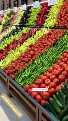 70 Ideas Fruit Display Supermarket Store Design For 2019 Produce Displays, Fruit Displays, Fruit And Veg, Fruits And Veggies, Fruit Juice, Fruit Display Wedding, Farmers Market Display, Vegetable Shop, Supermarket Design