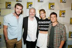 CATCHING FIRE CAST AT COMIC CON AHHHH i wish i was at Comic Con