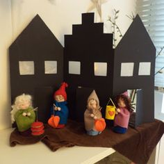 """Poppenatelier Barbara: Sint Maarten ~ """"this inspires a little house tote to carry them in! Diy For Kids, Crafts For Kids, Felt Crafts, Diy Crafts, Waldorf Kindergarten, Wooden Puppet, Felt House, I Love House, Waldorf Crafts"""