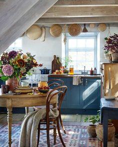 Swedish Kitchen, Farmhouse Style Kitchen, Rustic Kitchen, New Kitchen, Cozy Kitchen, Small Cottage Kitchen, French Kitchen Decor, Eclectic Kitchen, Shaker Kitchen