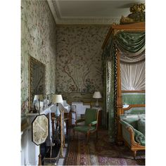 The Wellington Bedroom at Chatsworth House Beautiful Interiors, Beautiful Beds, Interior Architecture, Interior Design, Chatsworth House, Space Interiors, Classic House, Home Remodeling, Mitford Sisters