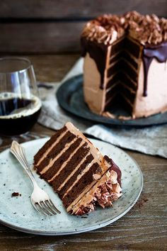 Schokoladentorte mit Schokoladen Buttercreme – seelenschmeichele… Chocolate cake with chocolate buttercream – soul flatter … Cupcake Recipes, Cupcake Cakes, Dessert Recipes, Just Desserts, Delicious Desserts, Foto Pastel, Ultimate Chocolate Cake, Naked Cakes, Piece Of Cakes