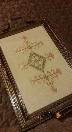 Palestinian Embroidery, Diy And Crafts, Decorative Boxes, Cross Stitch, Tray, Sewing, Trays, Amigurumi, Needlepoint