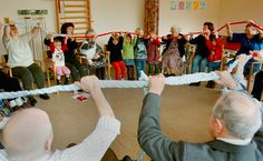 """Søren Lohmann FRA """"BESØG"""" TIL """"24/7"""" Ved at bygge integrerede institutioner, skoler og plejehjem genskaber vi den kærlige kontakt mellem børn og ældre. Så kan de fylde hver dag med historier, læring, fis og ballade, mening, latter, omsorg, liv, nærvær, værdighed, musik og god mad."""