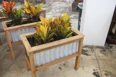 DIY Planter box w/corrugated sides.  @Scott Doorley Doorley Schneider