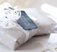 lahjat paketissa Edible Gifts, Wraps, Presents, Gift Wrapping, Packaging, Paper, Handmade Gifts, Christmas, Blog
