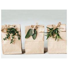 Utiliza la planta #mirto para decorar tus regalos #felicesfiestas #wekeend #Welove #handmade #style #deco #fasihonistas #madeinspain #love