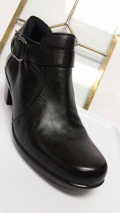9b1cb6919ce Naturalizer Women s Black Leather Ankle Boots Excellent Condition sz 8.5M   Naturalizer  AnkleBoots Black