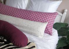 Zijslaapkussen in 2 maten, 140x40cm en 110x25cm, ideaal als zijslaapkussen maar ook als hoofdkussen of sierkussen te gebruiken.