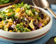You'll love this hearty salad packed with quinoa, black beans, corn, avocado, and the most delicious creamy cilantro dressing. The best healthy meal and great for meal prep. American Appetizers, Mexican Quinoa Salad, Southwest Quinoa Salad, Avocado Salat, Salad Dressing Recipes, Healthy Salad Recipes, Vegan Recipes, Light Recipes, Dinner Recipes