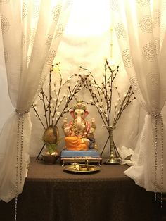 Flower Decoration For Ganpati, Eco Friendly Ganpati Decoration, Ganpati Decoration Design, Diwali Decorations, Handmade Decorations, Flower Decorations, Wedding Decorations, Indian Home Decor, Retro Home Decor