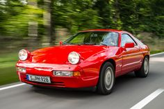 Porsche 928 GT only with 5-speed manual vs the auyomatic of the S4 version