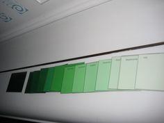 Kleurkaarten (gratis bij de Gamma) in 13 kleurnuances. Van donker naar licht en van licht naar donker. Alle kleuren van de regenboog te verkrijgen