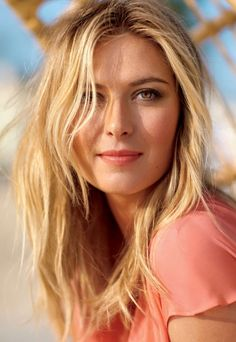 Tennis star Maria Sharapova is a fierce competitor on the court, a knockout on the red carpet and an incredibly savvy businesswoman. See Maria behind the scenes at her photo shoot! Beautiful Eyes, Beautiful Women, Most Beautiful Faces, Gorgeous Hair, Maria Sharapova Hot, Sharapova Tennis, Foto Sport, Maria Sarapova, Tennis Players Female