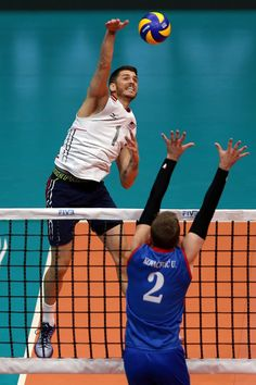 Matthew Anderson Photos - Matthew Anderson of the United States spikes the ball against Uros Kovacevic of Serbia during the FIVB World League Group 1 Finals semi-final match between the United States and Serbia at Maracanazinho on July 18, 2015 in Rio de Janeiro, Brazil. - FIVB World League 2015 - Group 1 Final - Day 4 Matt Anderson Volleyball, Matthew Anderson, Final Days, Volleyball Players, Semi Final, Spikes, Finals, Brazil, United States