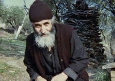 Elder Paisios of Mount Athos was a monastic of Mount Athos. An ascetic, he was known by his visitors for his gentle manner and acceptance of those who came to receive his advice, counsel, and blessing. Miséricorde Divine, Orthodox Christianity, Orthodox Icons, Christian Faith, Priest, What Is Like, Catholic, Saints, God