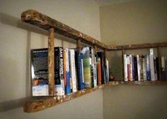 Boekenplank voor een oude trap.