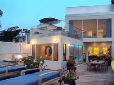 Celebrity homes for sale, Jim Carrey's Malibu home. Love the floor to ceiling windows!