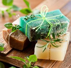 best way to enjoy bath time is to make it relaxing and slow, and these homemade soothing soap recipes will help to do just that! Description from . I searched for this on /images Soap Making Recipes, Homemade Soap Recipes, Homemade Christmas Gifts, Homemade Gifts, Homemade Beauty, Diy Beauty, Diy Cosmetic, Savon Soap, Bath Soap