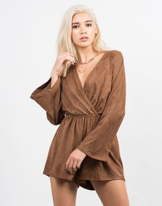I adore this piece. Brown suede, bell sleeves and a classic V neck it is certainly a win win for festival season! #2020AVEXCOACHELLA