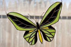 Ornement de fenêtre vitrail papillon par KozmaGlassArt sur Etsy