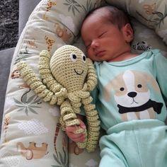 Crochet Octopus Twin Amigurumi on Octopus Crochet Pattern, Crochet Toys Patterns, Stuffed Toys Patterns, Crochet Eyes, Cute Crochet, Baby Boy Newborn, Cute Pattern, Baby Toys, Ideas